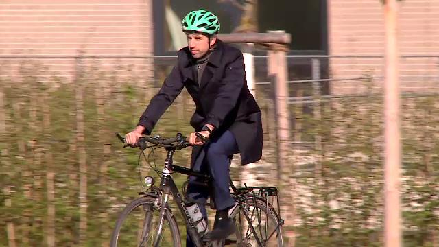 Vine la munca pe bicicleta si nu lasa niciun cartier nou fara verdeata. Ce putem invata de la primarul ecologist din Tubingen