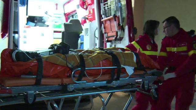 Un elev de 10 ani a scapat ca prin urechile acului dupa ce a cazut de la etajul 2 al internatului. Cum a scapat