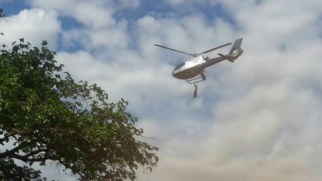 Un barbat indurerat s-a agatat de elicopterul care transporta sicriul cu trupul unui om de afaceri, in Kenya. In ce stare e