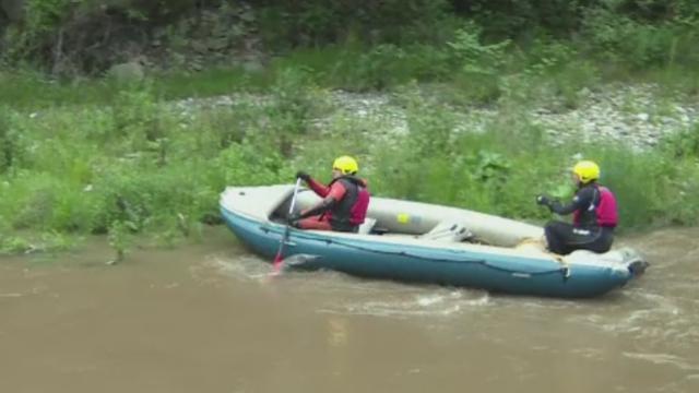 Alerta pe raul Jiu, unde mai multi tineri faceau rafting. Ce au descoperit insa pompierii cand au ajuns la fata locului