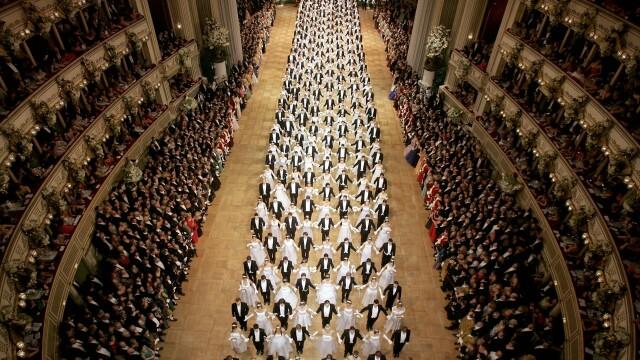 Debutantii deschid cu un vals cea de-a 50-a editie a Balului Operei din Viena