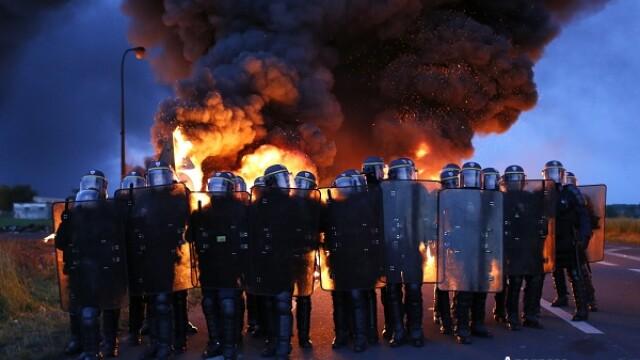 """Situatie fara precedent in Franta. Autoritatile au apelat deja la rezerva nationala. """"Nu putem face asta decat 3 luni"""""""