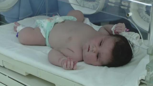 O femeie din Roman a nascut o fetita de 6 kilograme, un record pentru medicii din oras. In ce stare este copilul
