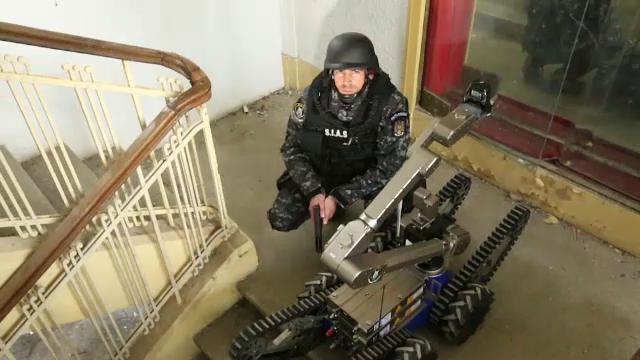 Experiment. Dragos Bucurenci a intrat, timp de patru ore, in rolul unui luptator SIAS: Un super erou, cu 36 kg de uniforma