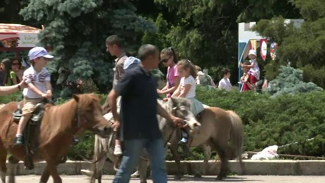 Experienta unica pe care o pot trai copiii si parintii la cel mai mare zoo din Romania: \