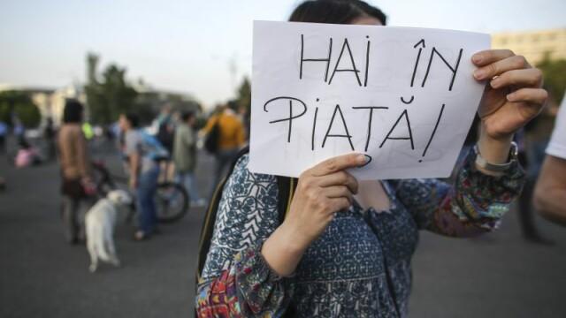 1.000 de persoane au protestat la Guvern, dupa ce senatorii au decis gratierea coruptilor. Circulatia a fost blocata. VIDEO - Imaginea 5