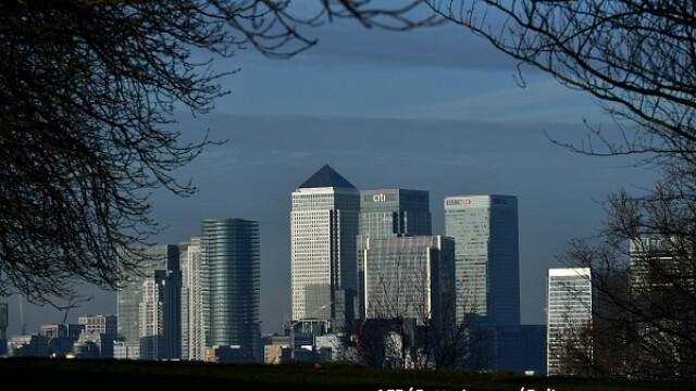 Cutremur pe piața britanică. Gigantul care renunță la 13.000 de joburi și părăsește biroul din Londra