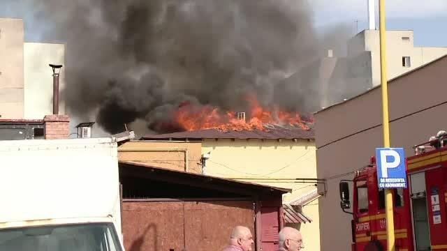 Un nou incendiu s-a produs joi seara la blocul din Petrila, unde 100 de persoane fusesera deja evacuate. Ce s-a intamplat