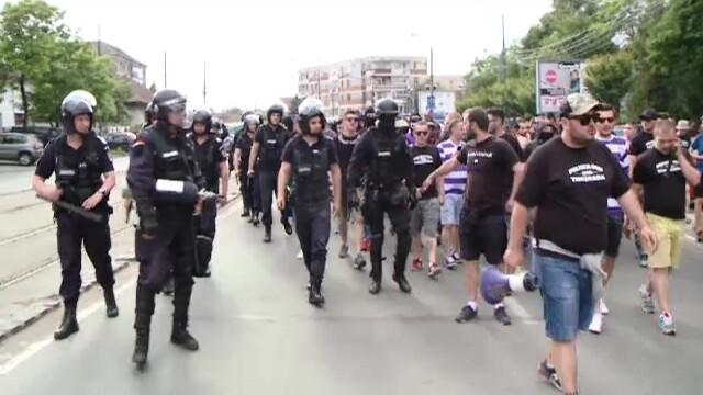Violente intre suporteri si jandarmi la Timisoara. Galeriile de la UTA si Poli au vrut sa se ia la bataie