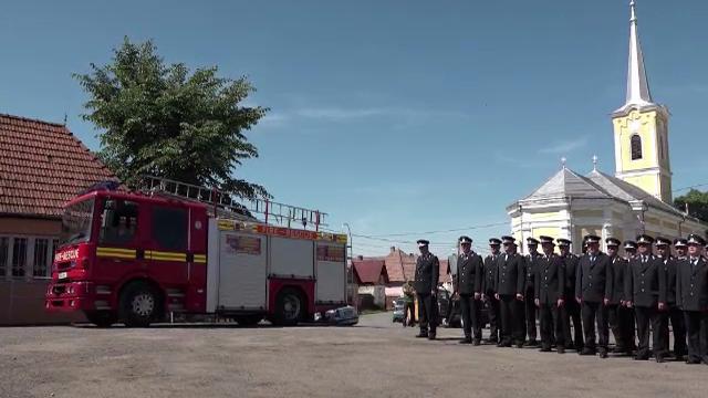 15 masini ale pompierilor din Marea Britanie, scoase din uz, au ajuns in Targu Mures: \