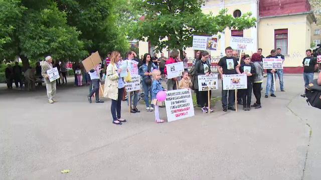 Zeci de oameni au participat la un protest in Oradea, ca sa atraga atentia asupra malpraxisului. Cine a initiat manifestatia