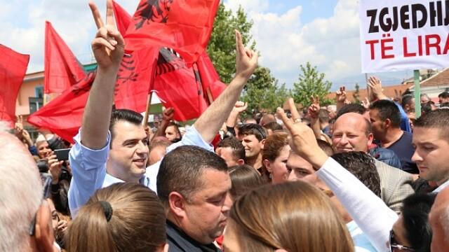 Peste 100 de oameni, otraviti cu un praf alb la un miting al opozitiei din Albania. Reactia premierului Edi Rama