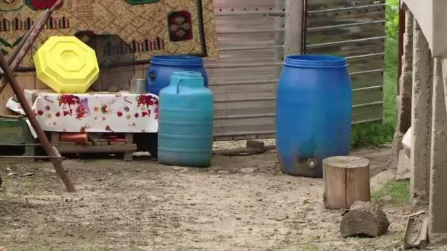 A sarit intr-un butoi sa se ascunda, insa nu stia ca e plin cu apa. Un copil de numai 3 ani a murit in timp ce se juca