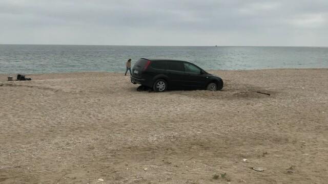 Al doilea şofer amendat în 3 zile pentru că a intrat cu maşina pe plaja din Vama Veche