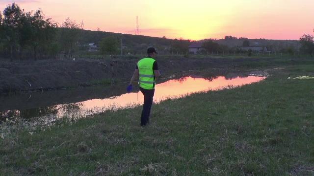 Un copil de 10 ani a murit înecat într-un canal adânc de 2 metri, în Iași