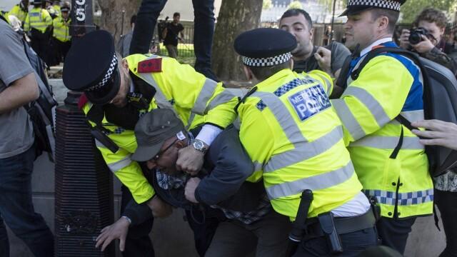 Erdogan, primit de Regina Elisabeta a Marii Britanii. Proteste în Londra