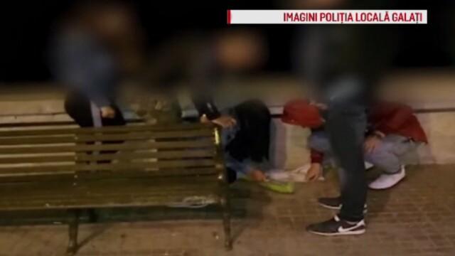 Reacțiile unor tineri prinși de Poliție mâncând semințe pe stradă și aruncând cojile pe jos