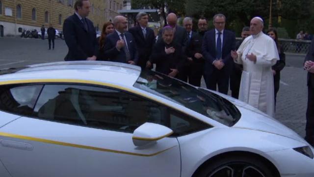 Suma cu care a fost licitat un Lamborghini Huracan, primit cadou de Papa Francisc