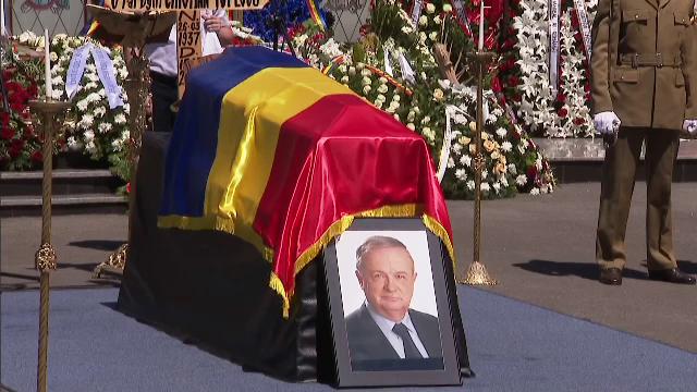 Cristian Ţopescu a fost înmormântat cu onoruri militare, la Cimitirul Ghencea Militar