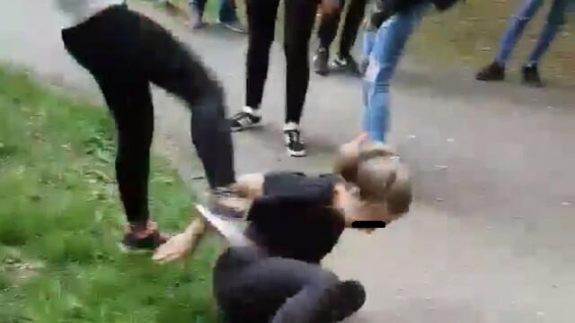 Elevă, snopită în bătaie de o colegă în Timișoara. Scenele au fost filmate