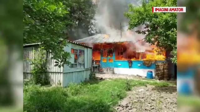 Bătrână de 86 de ani moartă după ce casa i-a fost mistuită de flăcări
