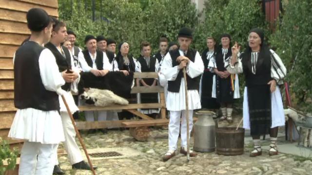 Piesă veche de 70 de ani, pusă în scenă în satul Rășinari, din județul Sibiu