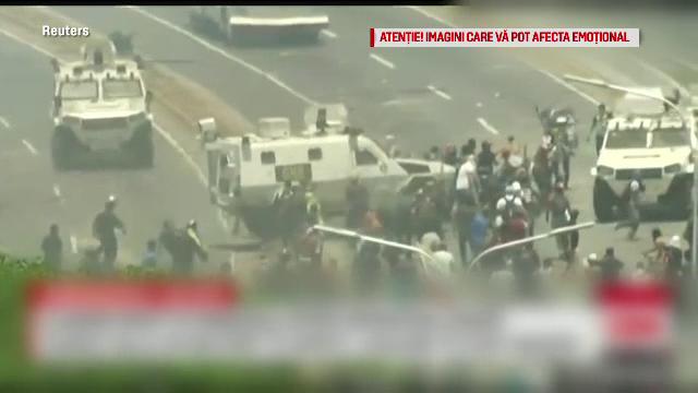 Lupte între susținătorii lui Maduro și Guaido. Mașinile armatei au trecut peste oameni - Imaginea 1