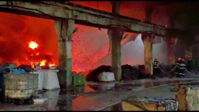 Incendiu la o fabrică de vopsea din Dâmbovița. ISU avertizează populația prin RO-Alert