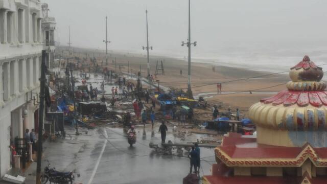 India, lovită de cel mai puternic ciclon din ultimii 20 de ani. Bilanțul e devastator. FOTO - Imaginea 6
