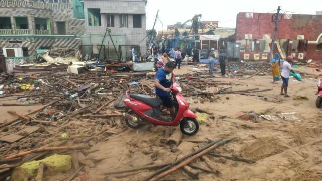 India, lovită de cel mai puternic ciclon din ultimii 20 de ani. Bilanțul e devastator. FOTO - Imaginea 5