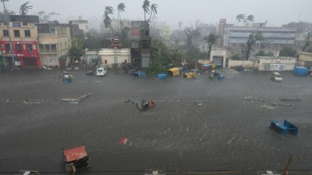 India, lovită de cel mai puternic ciclon din ultimii 20 de ani. Bilanțul e devastator. FOTO - Imaginea 3