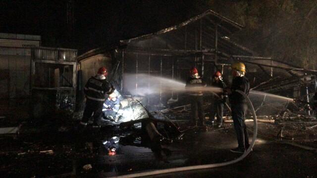 Incendiu la un restaurant în Afumați. O mașină a intrat într-o țeavă de gaze - Imaginea 1