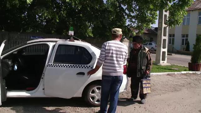 Pe ulițele satelor au început să circule taxiurile: \