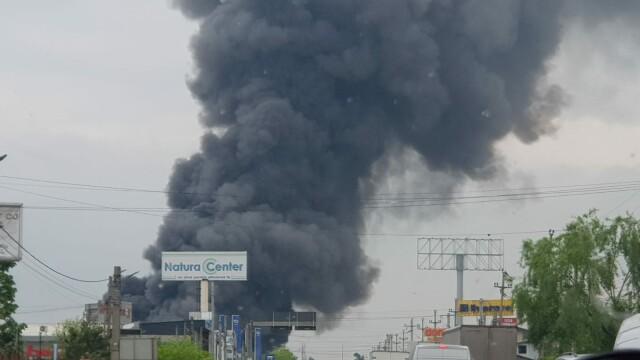 Nor toxic la ieșirea din București. Un centru comercial a luat foc - Imaginea 2