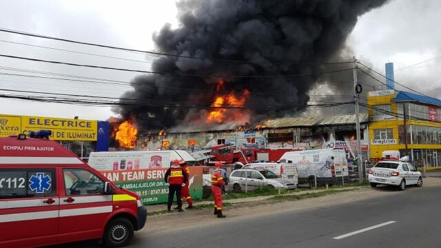 Nor toxic la ieșirea din București. Un centru comercial a luat foc - Imaginea 3