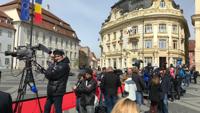 Summitul de Sibiu, marcat de trei proteste diferite. Au intervenit jandarmii. FOTO - Imaginea 3