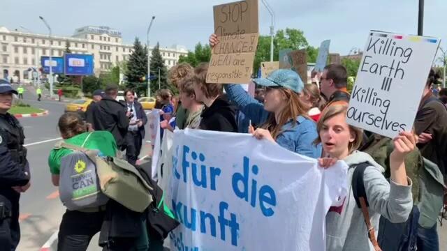 Summitul de Sibiu, marcat de trei proteste diferite. Au intervenit jandarmii. FOTO - Imaginea 8