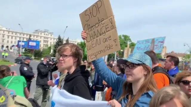 Summitul de Sibiu, marcat de trei proteste diferite. Au intervenit jandarmii. FOTO - Imaginea 7