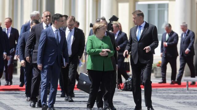 """Momentul în care oamenii au scandat """"Europa!"""" în Sibiu. Iohannis şi liderii UE, baie de mulţime - Imaginea 2"""