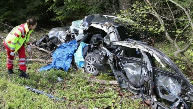 Sfârșit tragic pentru un român în Germania. Tânărul s-a izbit cu mașina într-un copac