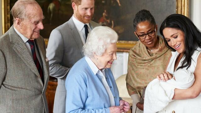 Meghan Markle, Harry, Archie si Regina Elisabeta