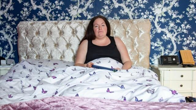 Femeia care sufera de parasomnie