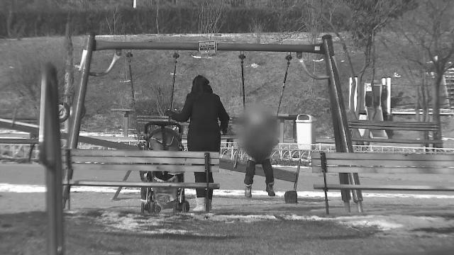 O mamă din București s-a filmat în timp ce își viola copiii. Unde au ajuns imaginile