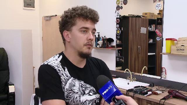 Tanarul care a terminat Studii Europene dar practica frizeria