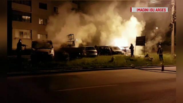 Mașini incendiate într-o parcare din Argeș.