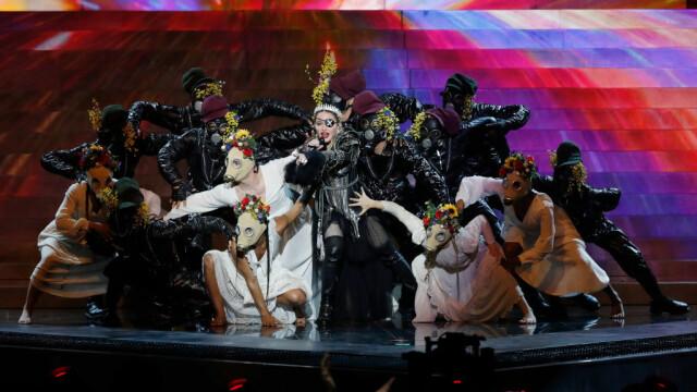 Madonna, moment controversat la Eurovision. Gestul care i-a înfuriat pe organizatori. FOTO - Imaginea 1