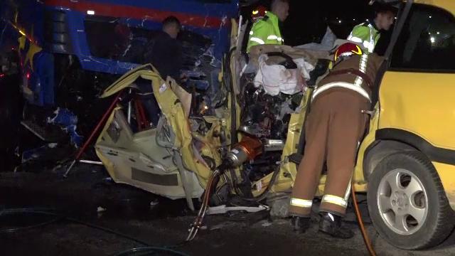 Un şofer de 21 de ani și-a găsit sfârșitul sub un TIR. Ce spun martorii accidentului