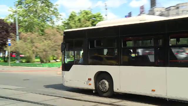 """Bucureștenii se plâng de căldura din autobuze. Șoferi STB: """"Unele aparate au luat foc"""""""