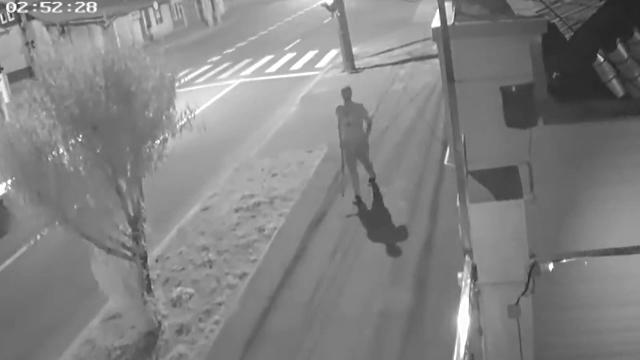 Crimă filmată în Galați. Tatăl a 2 copii a fost zdrobit cu bâtele şi înjunghiat în inimă - Imaginea 2
