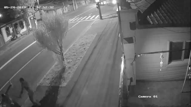 Crimă filmată în Galați. Tatăl a 2 copii a fost zdrobit cu bâtele şi înjunghiat în inimă - Imaginea 3